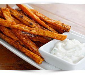zoete-aardappel-frietjes-met-mierikswortel-yoghurt-dipsaus