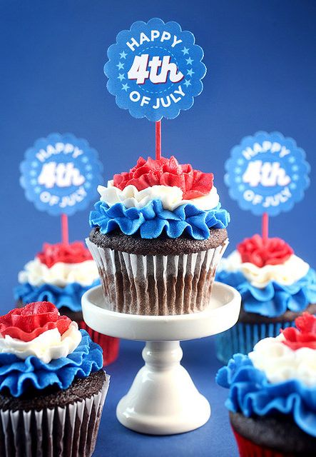 Fourth of July Ruffled Frosting Cupcakes - by Bakerella