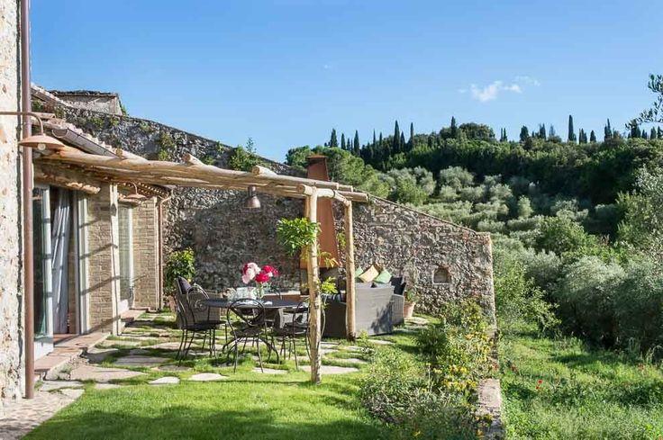Casa Emilio. Montestigliano Farmhouse | Photo © Francesca Pagliai [Home exteriors - Esterni. Veranda]
