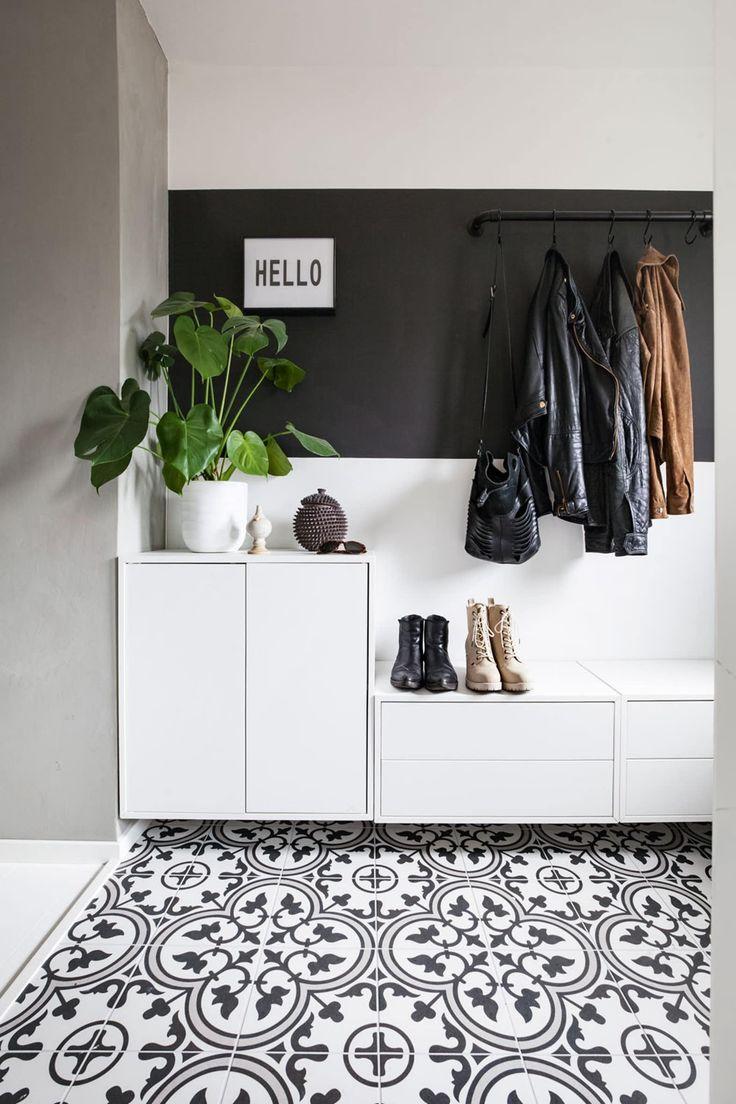 Garderobestang i ett med veggen
