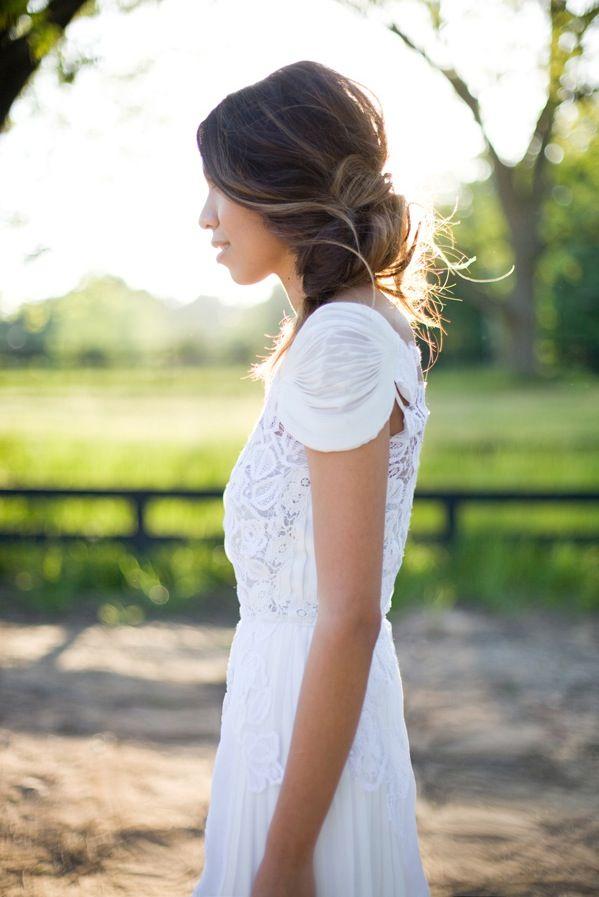loose hair, pretty sleeves