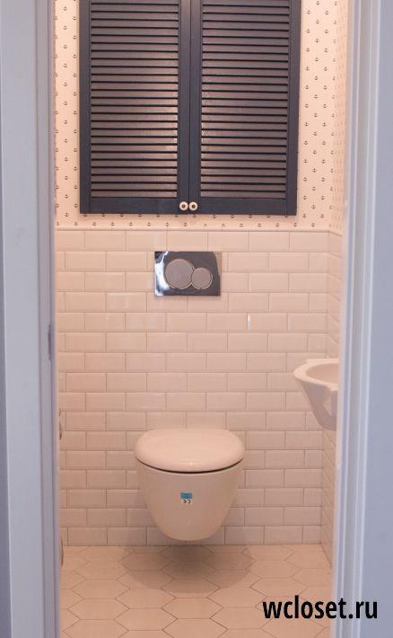 Дизайн светлого туалета 1,39 кв.м. в новостройке с водонагревателем и плиткой-кабанчиком