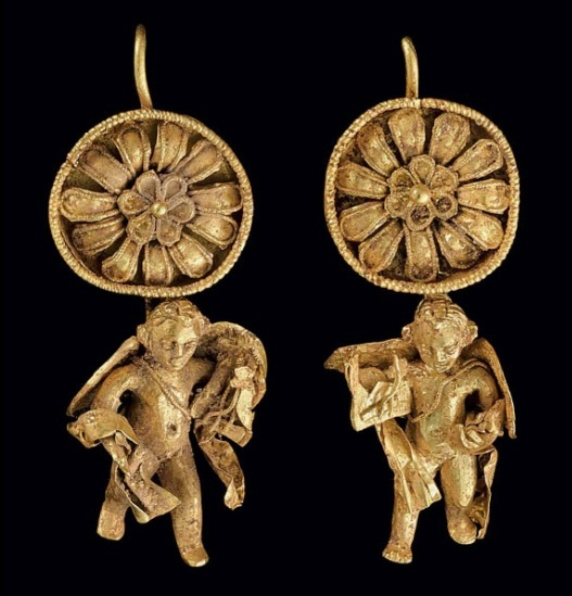 Pair of Greek gold earrings | Hellenistic period | ca. Late 4th - 3rd century BC.
