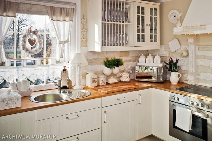 Aranżacja kuchni jest w stylu retro