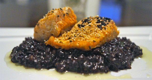 Saint Peter com crosta de arroz negro no forno