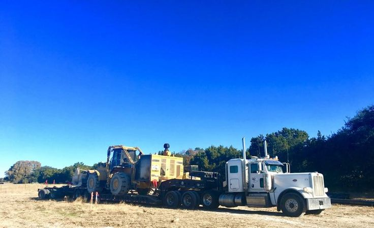 #kingtrucking #hauling #equipment  #heavyhaul #atx #peterbilt #komatsu #excavator #construction #bigiron #largecar #largecarmag #wheelloader #loader #kenworth #lowboy #volvo #siteprep #centraltexas #texas #ironwolf