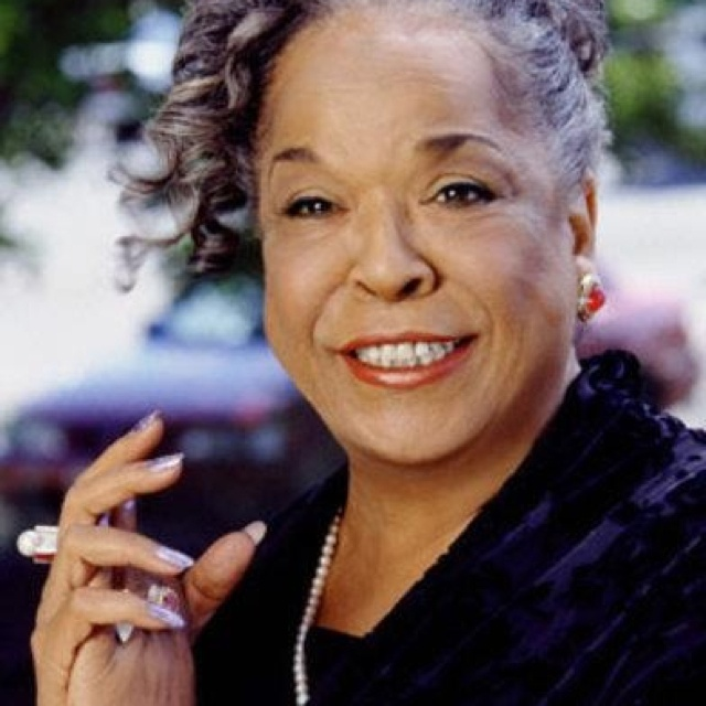 Ms. Della Reese 86 years old! Still looking good.