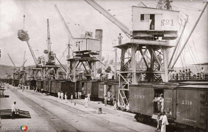 Estación intermodal en Salina Cruz, Oaxaca (circa 1935).