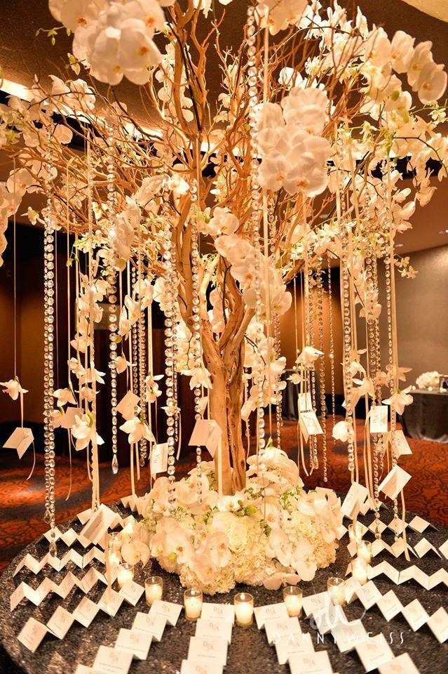 Elaborate Wedding Flower Inspiration: http://www.modwedding.com/2014/07/05/elaborate-wedding-flower-inspiration/ Featured Floral Design: Tantawan Bloom