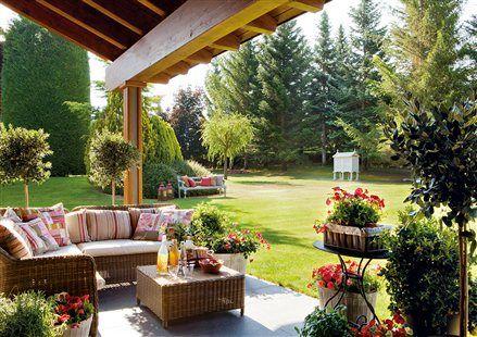 Porche y jardín de la casa