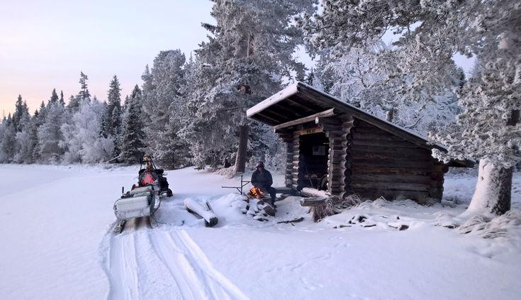 Invierno en el Lago Miekojärvi, en Pello, la Laponia Finlandesa
