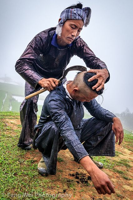 Haircut By Sickle, Basha, Guizhou China | 贵州-从江-岜沙苗寨-镰刀剃头 L… | Flickr