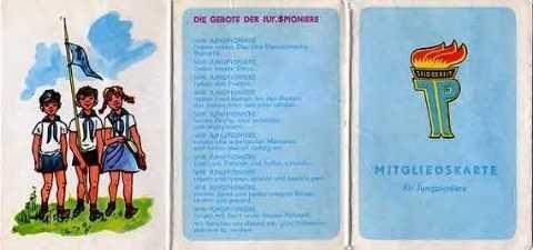 Die Mitgliedskarte der Jungpioniere, aber für die Kinder der DDR war es der  Pionierausweis.
