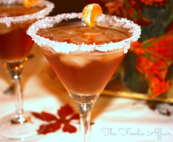Smooth and not too sweet winter beverage, Amaretto Cranberry Kiss Cocktail - The Foodie Affair #holiday #cocktail #amaretto #cranberry