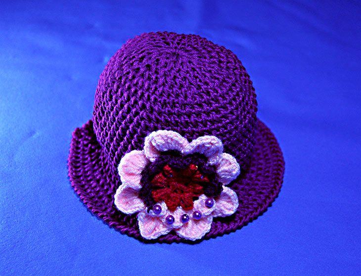 Fare un cappello a uncinetto con la tesa è un lavoro semplice. Qui spiego come fare attraverso un video tutorial e delle spiegazioni passo a passo.
