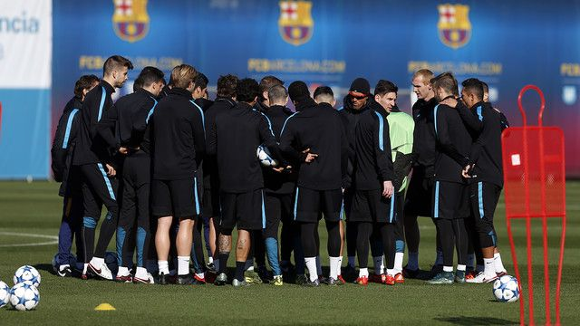 LIVE - First part of FC Barcelona training session at the 'Emirates Stadium