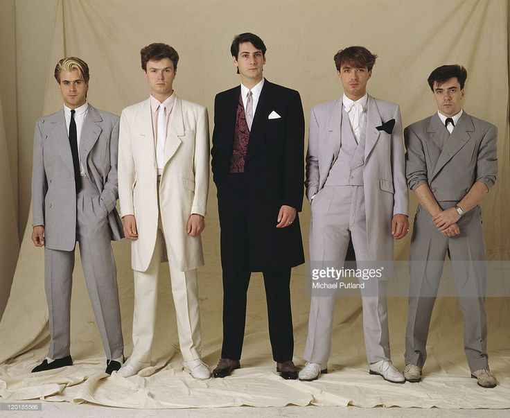 English pop group Spandau Ballet, circa 1985. Left to right: saxophonist Steve Norman, guitarist Gary Kemp, singer Tony Hadley, bassist Martin Kemp and drummer John Keeble.