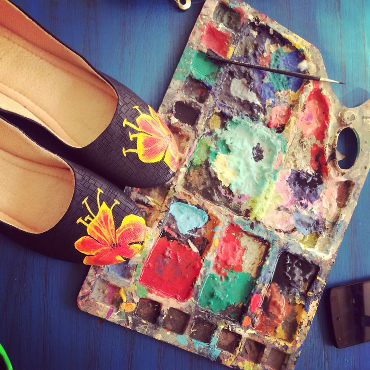 Colors palette, hand crafted shoes by www.zubiya.com. Shoe painting under process