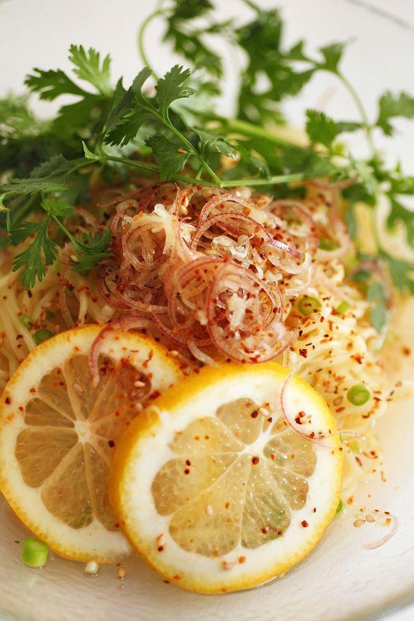 冷たいレモンのラーメン:アップ
