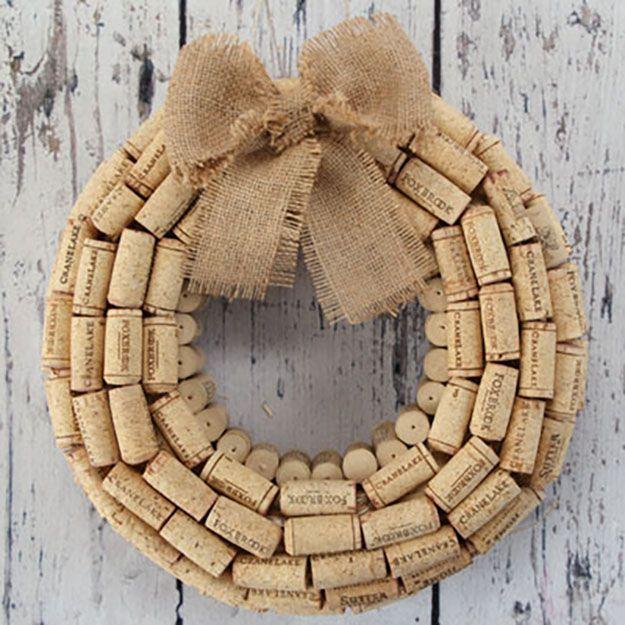 Easy Wine Cork Crafts for Wall Decor | DIY WIne Cork Wreath | DIY Projects & Crafts by DIY JOY at http://diyjoy.com/diy-wine-cork-crafts-craft-ideas