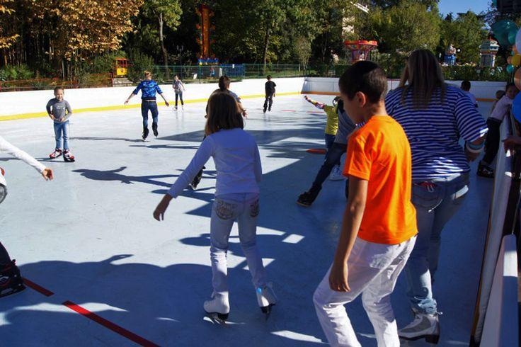 Открытый каток с синтетическим льдом Супер-Глайд и с хоккейными линиями площадью 450м2