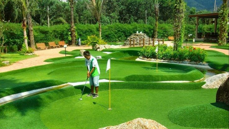 Adventure Golf is a mix between mini golf and long golf, played on artificial grass with a putter and a ball.