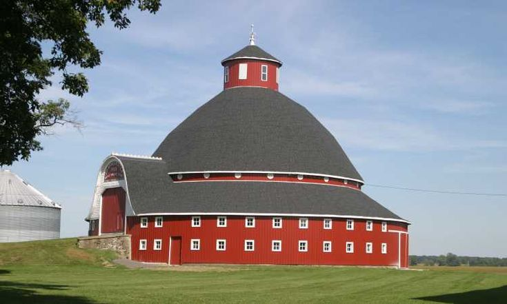 I've always loved the potential layout of these round barns...would love to see the interior in person!