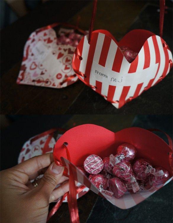 ARTESANATO COM PAPEL – Faça pequenos saquinhos coração para dar no dia dos namorados!