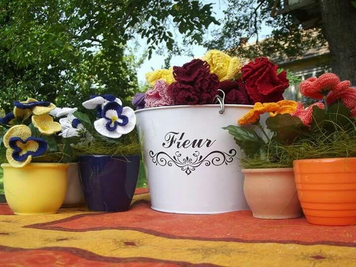 Horgolt virágok: árvácska, szegfű, rózsa, hóvirág, orchidea... Megrendelhető a dudorane@freemail.hu e-mail címen
