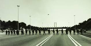 Resultado de imagem para bloqueio da ponte 25 de abril em 1994