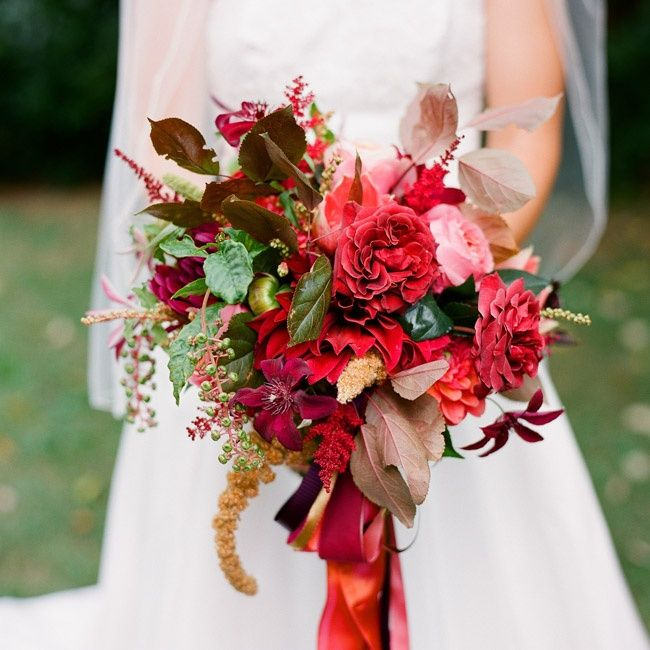 """As a floral designer herself, Lindsay knew exactly what she wanted for her bridal bouquet: """"I decided on a loose, gathered look. I have always loved garden roses, amaryllis and clematis."""""""