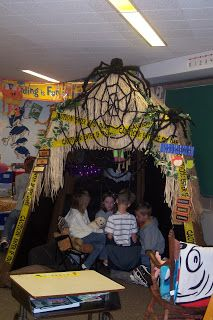 Classroom reading hut - would be cool for Halloween decor!