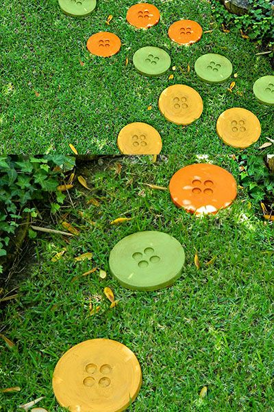DIY Button Stepping Stones for Your Garden #garden #path