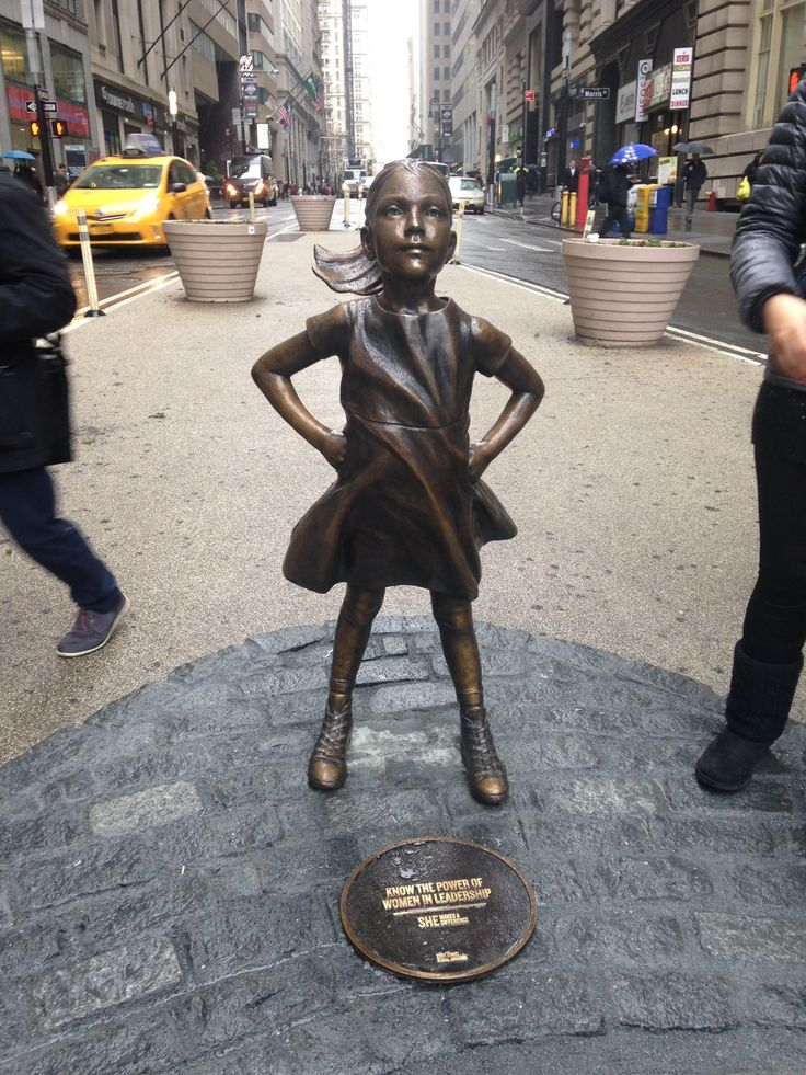 A $2.5 trillion asset manager just put a statue of a defiant girl in front of the Wall Street bull