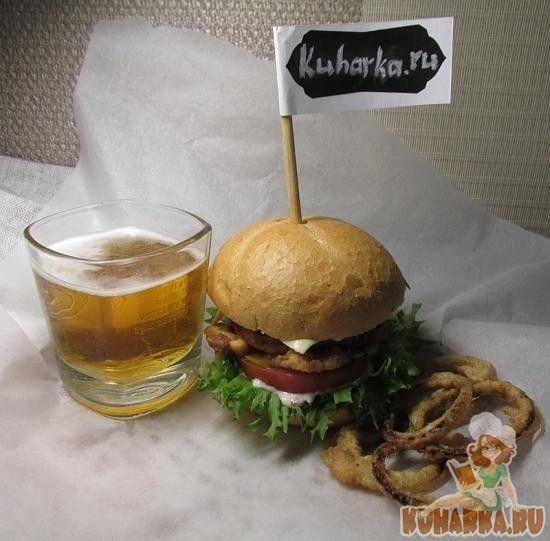 """Бургер """"Карри"""" с луковыми кольцами"""