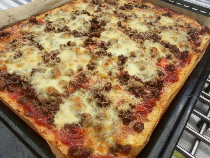 Ook als je geen granen eet, kun je nog altijd heerlijk pizza eten. Weliswaar niet uit de hand, maar de beleving is wel hetzelfde. Boordevol groente en kaas.