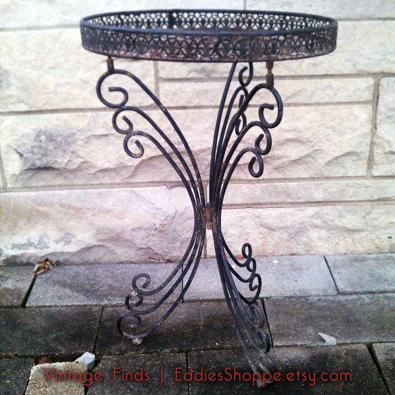 Round Black Metal Wire Mesh Folding Lawn Table Three Legs