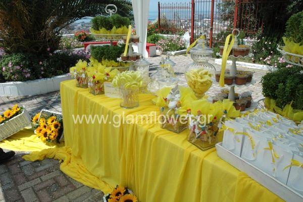 Μια υπέροχη καλοκαιρινή Βάπτιση με θέμα το κίτρινο χρώμα και τα φρέσκα λουλούδια.  Η θέα από το παρεκκλήσι του Αγίου Ιωάννη του Ρώσου  στις Συκιές Θεσσαλονίκης, μάγεψε πραγματικά τους καλεσμένους της Βάπτισης. Κρεμασμένες κίτρινες Ζέρμπερες στα δέντρα της εισόδου της Εκκλησίας καλωσόρισαν τους καλεσμένους της Βάπτισης. Το  στολισμός της Βάπτισης συμπλήρωσαν  οι υπέροχες συνθέσεις με κίτρινους Ηλίανθους  σε λεύκα καλάθια, γύρω από το εντυπωσιακό τραπέζι της Βάπτισης καθώς και η υπέροχη…