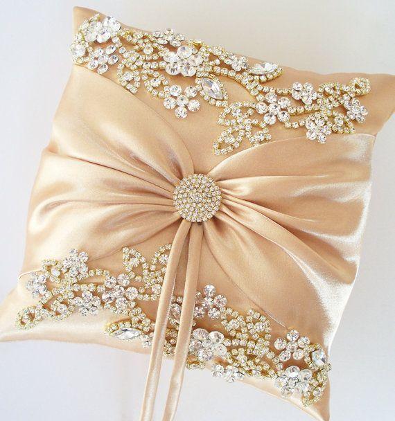 Ivory Lace Throw Pillow : 0eee7339cfbb7a12d90791d4bc88d527.jpg (570?608) good ideas Pinterest Pillows, Craft and Diy ...