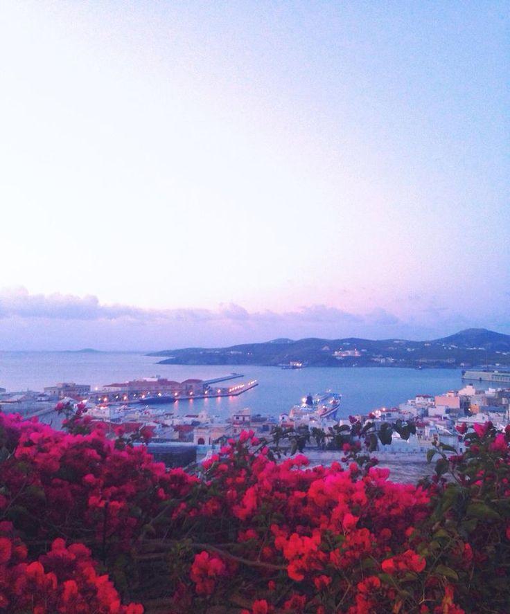 Το λιμάνι της Ερμούπολης...