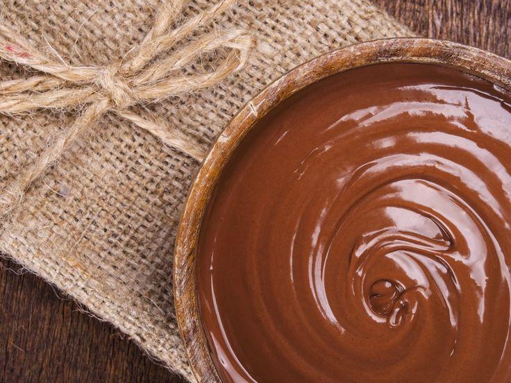 La Ganache è una preparazione basilare della pasticceria. Una crema di origini francesi perfetta per farcire ed arricchire torte e dolci