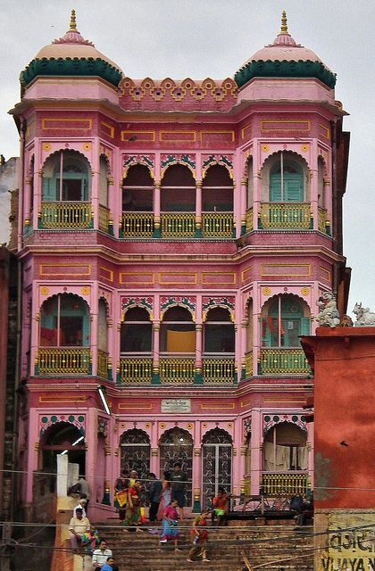 banares, india // historic // pink victorian mansion // old house //