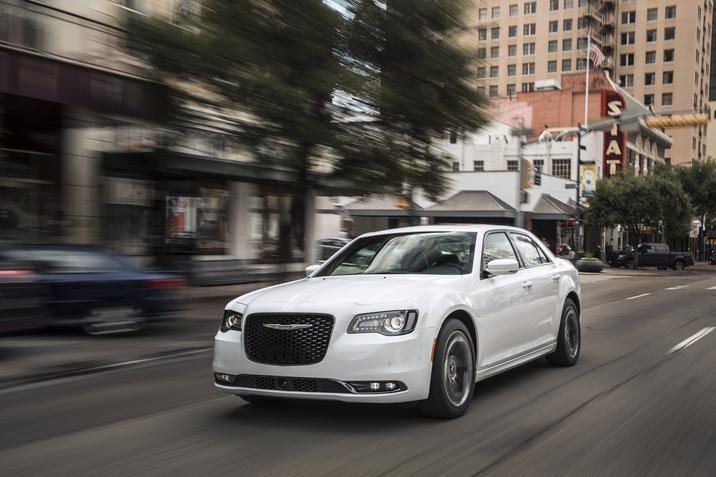 2016 Chrysler 300 www.thompsonschryslerdodgejeepram.com