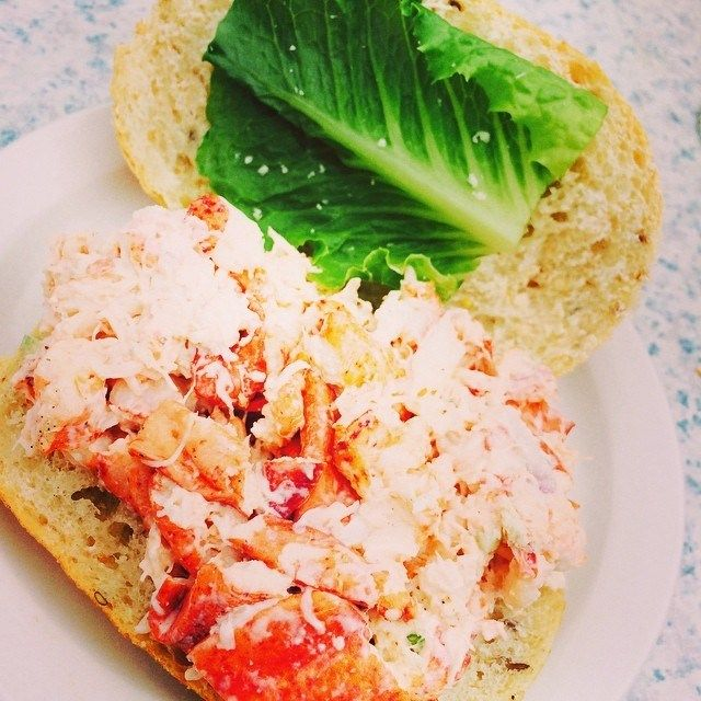 Check out this epic lobster roll feast at Parlee Beach Provincial Park | #ParleePopUp Surprise | Tourism New Brunswick | Storify