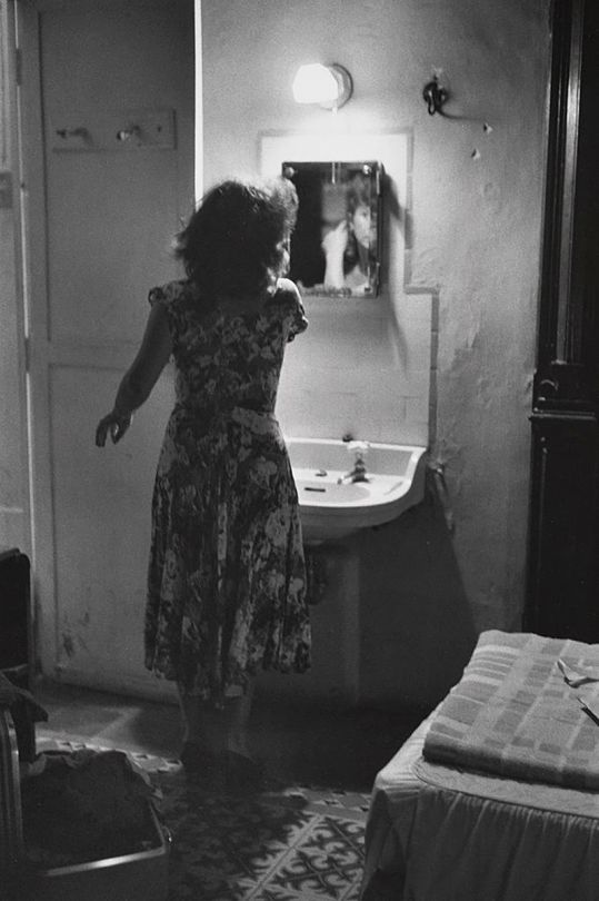 Gran Hotel, Merida, 1981. Charles Harbutt. Gelatin silver #Black and White#getting ready#photography#going out#fashion#fotografie#fotografia#photographie#Retro#hotels