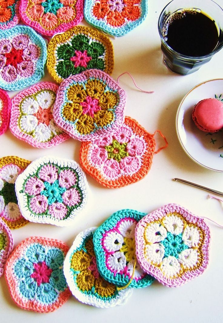 silly old suitcase: How to make a crochet African Granny hexagon pillow.