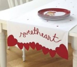 So perfect. I'm not a fan of large tablecloths so this does the trick. // valentines day table runner / simple sewing / valentines decor