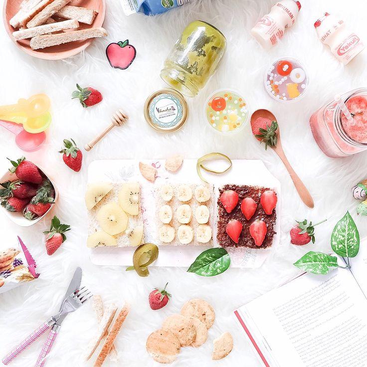 a yummy & healthy flatlay by lealinaa on instagram