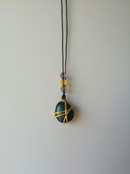 Pendant made of pebbles