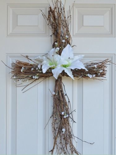 Spread holiday cheer with a cross wreath you can hang on your door or over your buffet table. Get the how-to >>